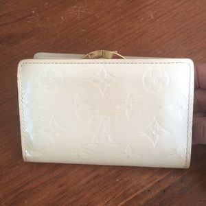 LV vernis French wallet